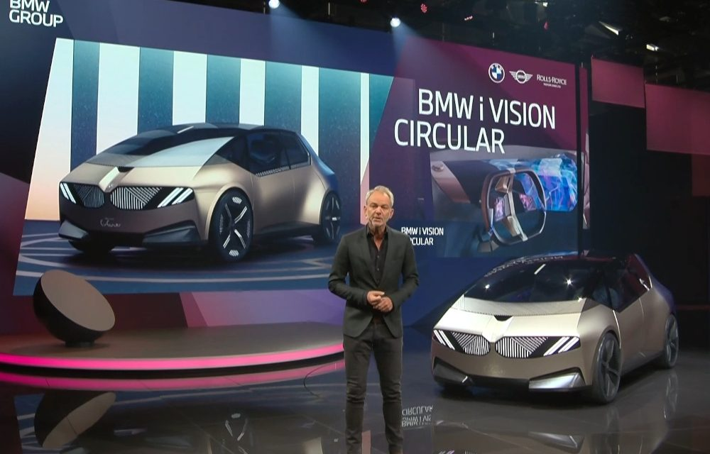 BMW LOOKS TO THE FUTURE